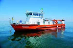 """Das Forschungsschiff """"Kormoran"""" auf dem Bodensee. Foto: Lorth Gessler Mittelstaedt GmbH."""