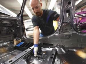 Die spezielle Orthese schützt das Daumengelenk. Foto: Copyright BMW AG, München (Deutschland)
